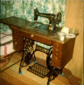 Singer brand treadle sewing machine dating the from early 1900s